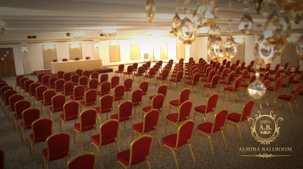 Sala de conferință, dotată cu ecran, videoproiector, sistem audio