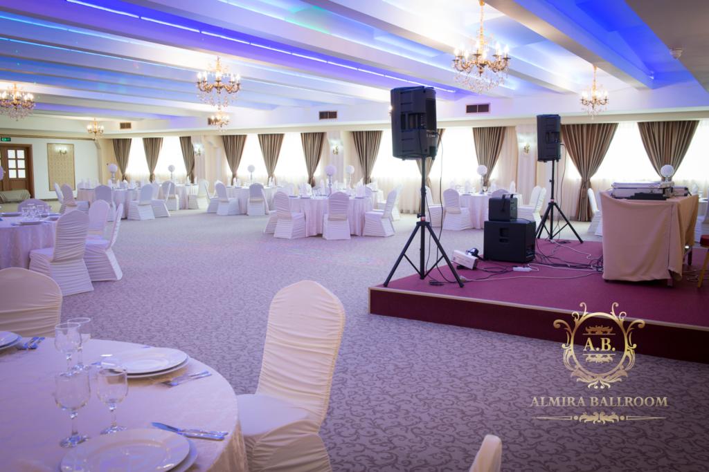 Aranjamentele unei sali de nunta la Almira Ballroom